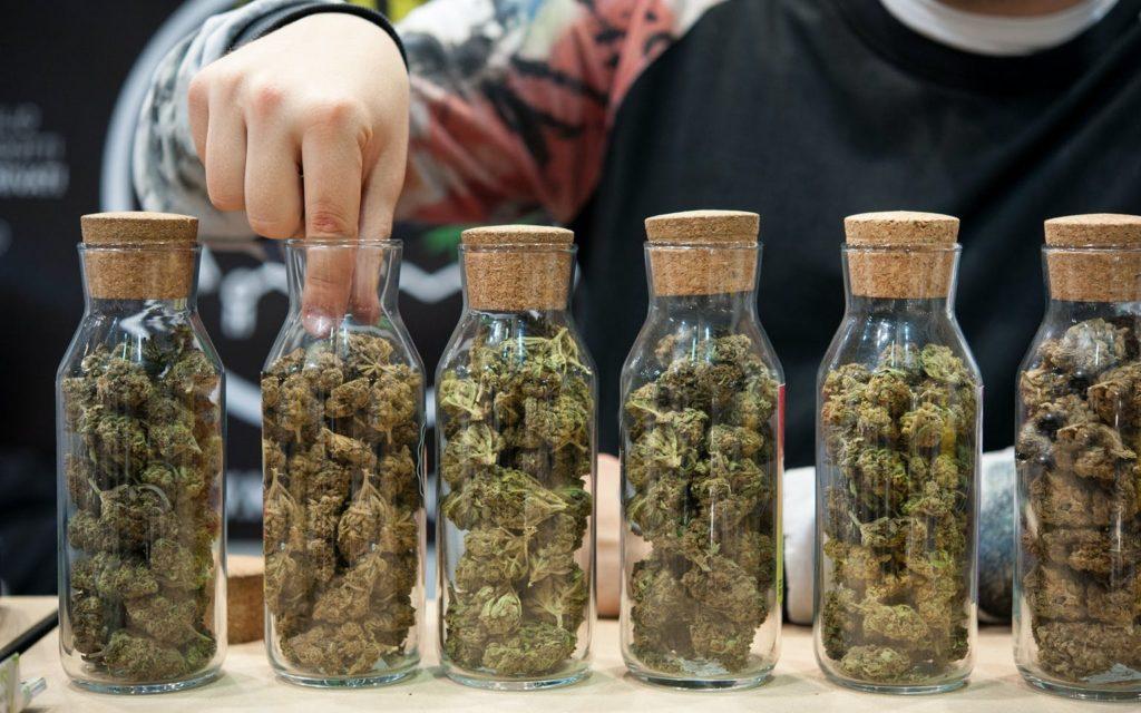 Marihuana Pomaga Kobietom w Okresie Menopauzy, KonopiaLeczy.com