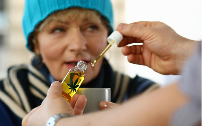 Prawie 30% Kobiet Stosuje Cannabis w Menopauzie, KonopiaLeczy.com